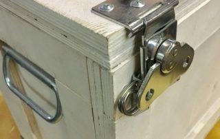 Ящик с усиленными петлями